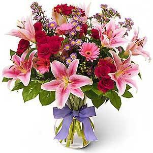 2a18d086d8 Van az évnek egy napja, amikor a férfiak virággal lepik meg a róluk  gondoskodó nőket, asszonyokat, ezzel is megköszönve odaadásukat, a reggeli  teát, kávét, ...